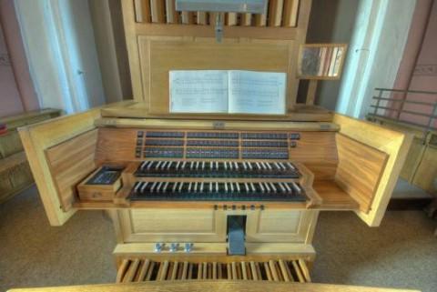 Orgeltisch